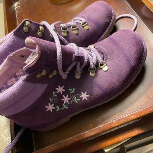 Purple UGG boots NWOT size ladies 6